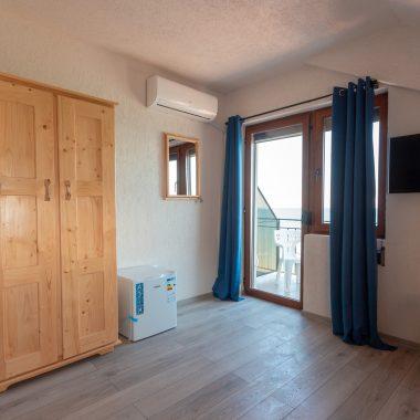 BlackSeaView - Camere - Camera Dubla Mansarda - dulap, frigider, aer condiționat, ieșire în terasă