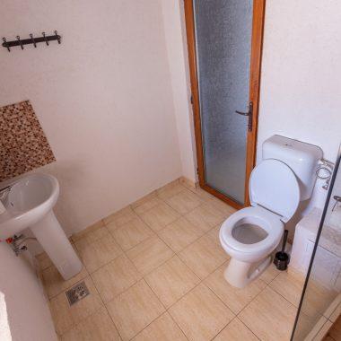BlackSeaView - Camere - Camera Dubla Mansarda - baie / toaletă cu wc și chiuvetă